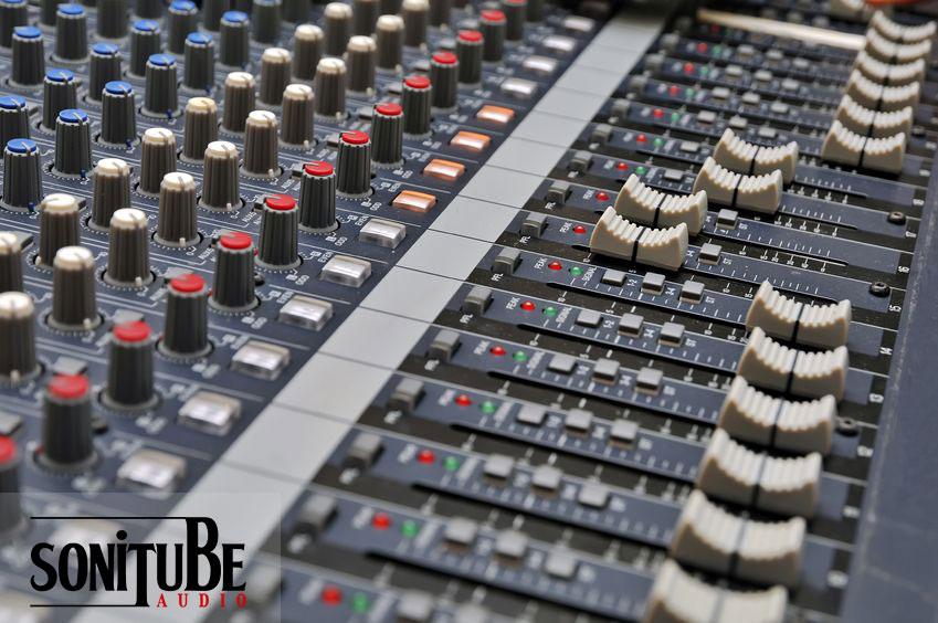 reparación de equipos de voces y mesas autoamplificadas